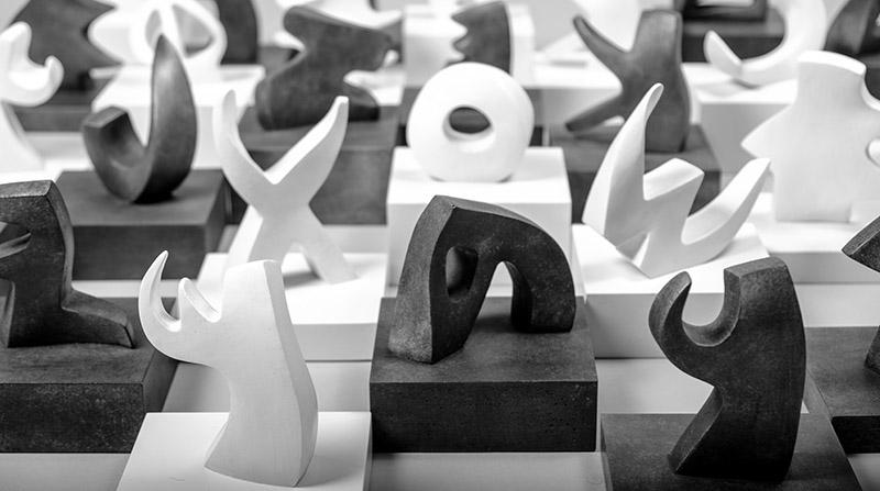 """-""""مجموعات الأبجديّة الفينيقيّة""""، 22 منحوتة من الراتينج أُنجزت لمتحف الآثار في الجامعة الأميركيّة وفي المتحف الوطنيّ ببيروت"""