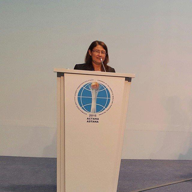 د. رولا تلحوق تلقي كلمتها خلال المؤتمر العالميّ الخامس لرؤساء الأديان التقليديّة، أستانا - كزخستان، 10-11 حزيران 2015